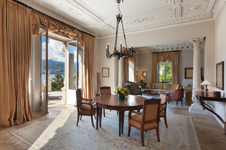 classical Interiors, luxury living room in a period mansion Standard-Bild
