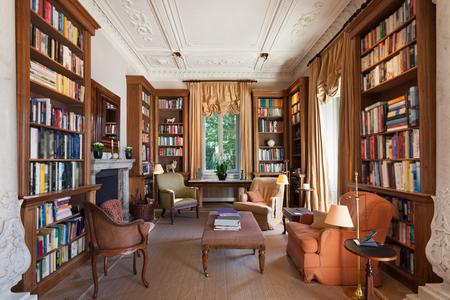 biblioteca: Interiores, biblioteca clásica en un período mansión