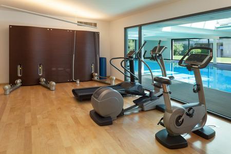 健身: 內飾方面,現代的房子,水療中心健身房