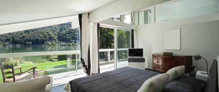 Architettura, confortevole camera da letto di una casa moderna Archivio Fotografico