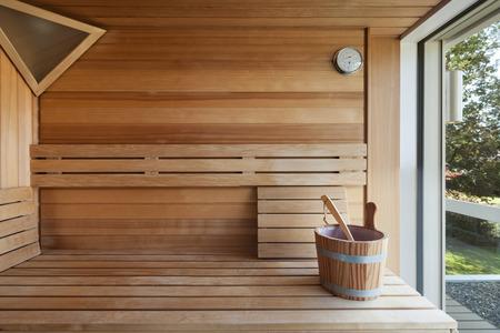 Interieur van een houten Finse sauna