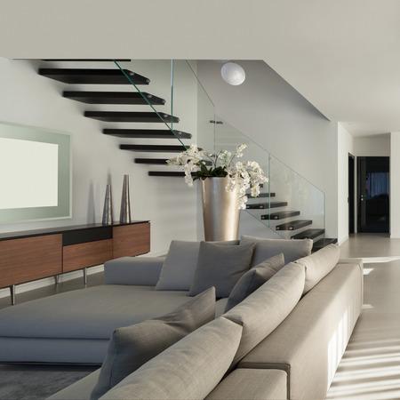 escalera: Interior de un apartamento moderno, confortable sala de estar Foto de archivo