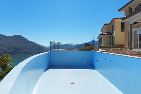 empty house: empty pool of houses under construction, exterior Stock Photo