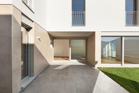 Exter de un edificio moderno, vista desde el patio