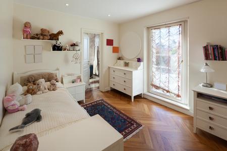 Innenraum des Hauses, bequemes Kinderzimmer