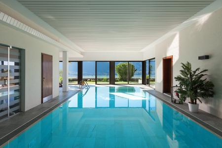 정원 집, 실내 수영장