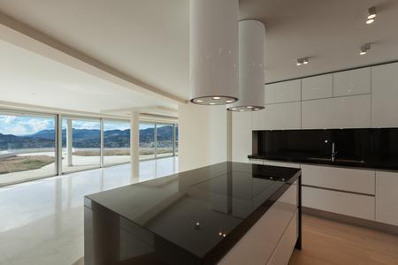 cucina moderna: Interni di ampio spazio aperto, piano di cottura di una cucina moderna Archivio Fotografico