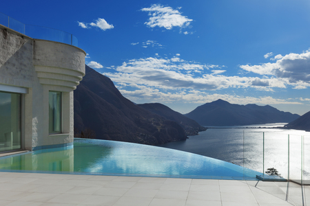 penthouse: modern penthouse with infinity pool, exterior Stock Photo
