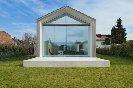 Exterior of a beautiful modern house, view from lawn Stockfoto