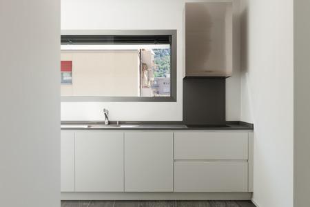 cucina moderna: Interno di un appartamento vuoto, ampio soggiorno con cucina domestica Archivio Fotografico
