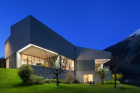 design: Architecture design moderne, maison en béton, scène de nuit
