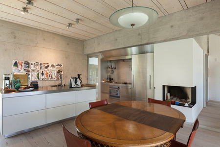 cemento: Interior of a villa, modern kitchen with wooden table, concrete walls