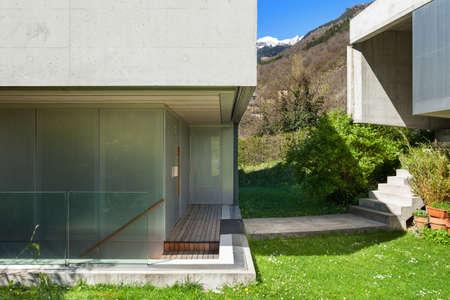 cielos abiertos: Architecture modern design, concrete house view from the garden