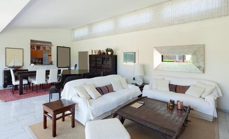 divan: habitaci�n de una casa de la vida moderna, div�n blanco, interior