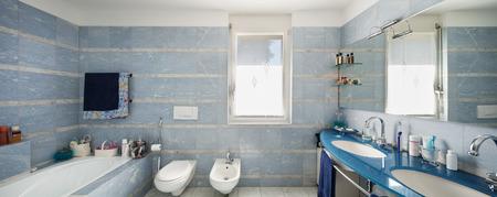 Bagno di una casa moderna, interni