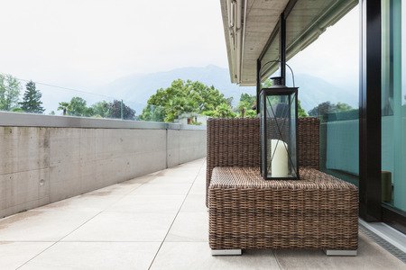 Vista De Un Balcón Moderno, Con Cómodos Muebles De Jardín Fotos ...