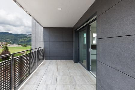 建物の建築現代、バルコニー
