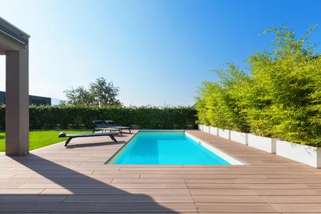 Schwimmbad-Design in modernen Residenz Standard-Bild - 64614111