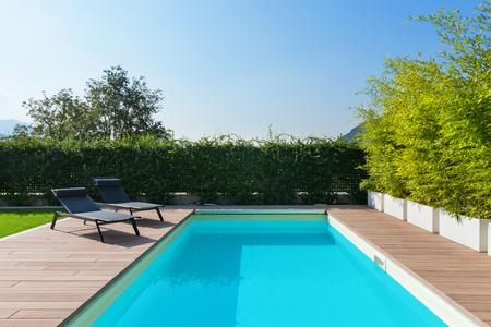 zwembadontwerp bij moderne woonplaats