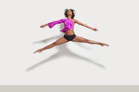 tänzerin: Leistung eines schönen Mädchens, Studio-Porträt Lizenzfreie Bilder