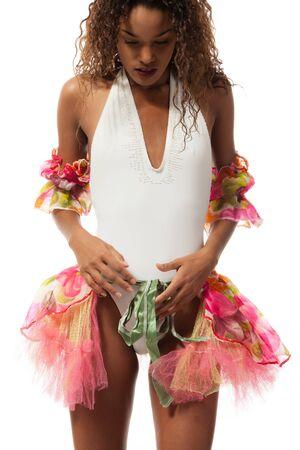 tänzerin: brasilianische Tänzer auf weißem Hintergrund, Studio-Porträt isoliert