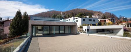 cielos abiertos: Terrace of a modern apartment, empty
