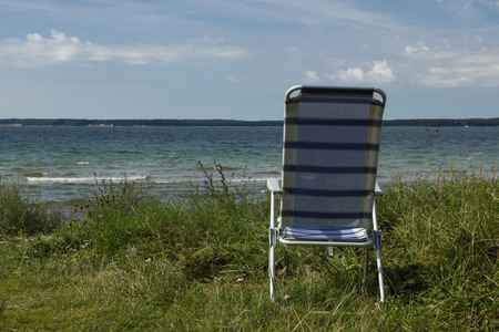 There is only one chair on the deserted beach of northern Europe Imagens