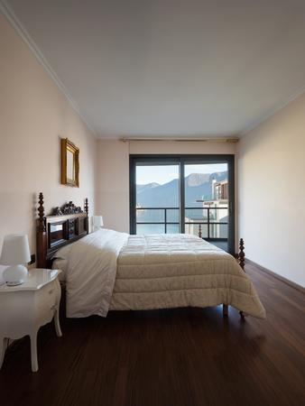 Camera Da Letto Con Vista Sul Lago Di Lugano. Super Parquet Foto ...