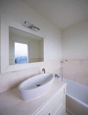 Marble bathroom well finishes. White wall Foto de archivo