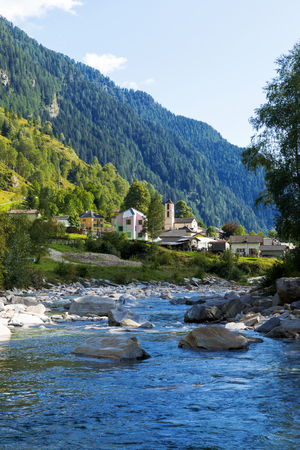 View of the village of Rossa in the Grisons from the river Archivio Fotografico