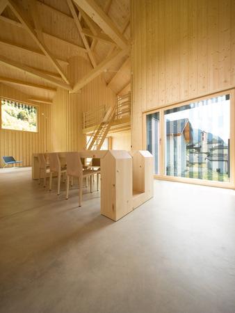 Casa moderna, interni in legno open space