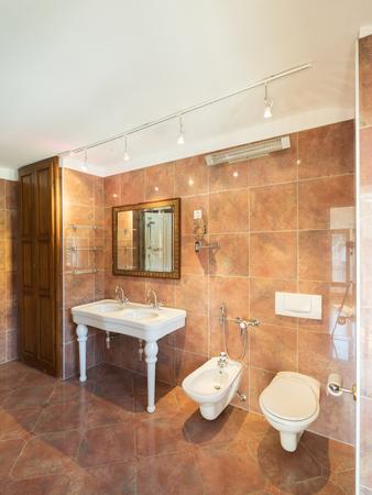 Bathroom in a private house, nobody Standard-Bild
