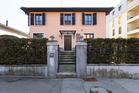 Entry seen from the outside of a private villa Standard-Bild