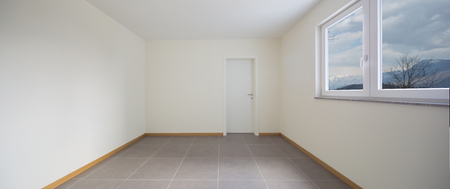 New and clean room with empty walls Standard-Bild - 103191611