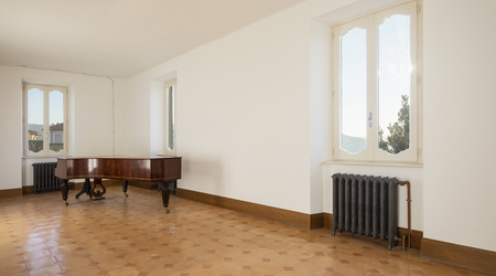 Empty room with antique piano and vintage heaters. Fantastic view. Nobody inside Standard-Bild - 114299902