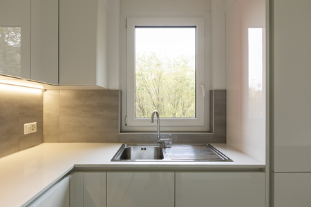 Kitchen detail, sink overlooking nature. Nobody inside Standard-Bild - 114299927