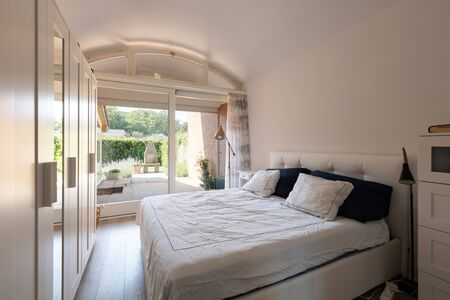 Modern bedroom, romantic. View of the private garden. Nobody inside Banco de Imagens