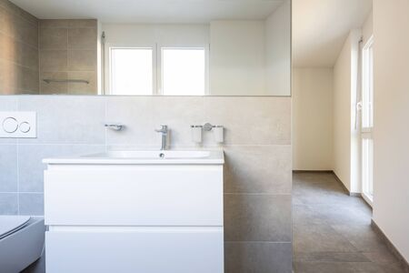 Front view of sink and mirror. Modern bathroom. Nobody inside Zdjęcie Seryjne