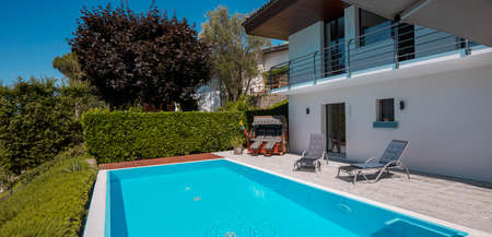 Modern two-story house with large pool overlooking the mountains. Two sunbeds to enjoy your vacation. Nobody inside