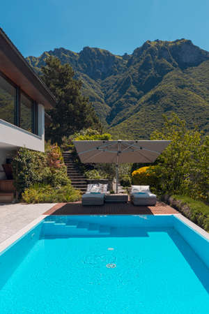 Modern two-story house with large pool overlooking the mountains. Two sunbeds and a large open umbrella to enjoy your vacation. Nobody inside