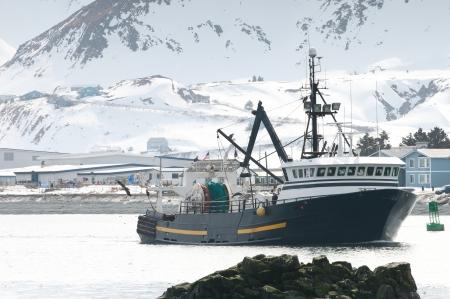 barca da pesca: Una barca da pesca nella baia di Dutch Harbor