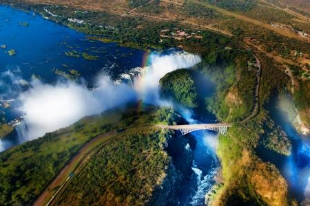 zimbabwe: uFFFDVictoria Falls, Zambia y Zimbabwe uFFFD Cataratas Victoria o Mosi-oa-Tunya es la cascada más ancha en el mundo Foto de archivo