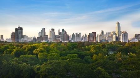 La ville moderne dans un environnement verdoyant, Suan Lum, Bangkok, Tha�lande