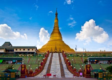 Uppatasanti pagoda en la ciudad de Naypyidaw, la capital de Myanmar Este es el más grande pagoda y no 1 atracciones turísticas en Naypyidaw Foto de archivo - 19903848