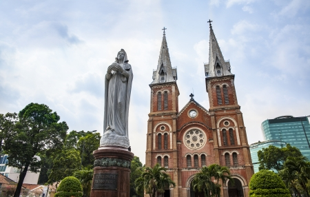 Cath�drale Notre-Dame, Ho Chi Minh-Ville, Vietnam Saigon Basilique Notre-Dame, officiellement Basilique Notre-Dame de l'Immacul�e Conception est une cath�drale situ�e dans le centre-ville de Ho Chi Minh-Ville, Vietnam
