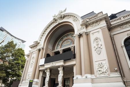 The landscape of Saigon: Nhà hát lớn Sài Gòn hoặc Nhà hát thành phố của Thành phố Hồ Chí Minh, Nhà hát Thành phố Hồ Chí Minh, còn được gọi là Nhà hát lớn Sài Gòn Việt Nam, là một nhà hát opera ở Thành phố Hồ Chí Minh, Việt Nam là một ví dụ về kiến trúc thuộc địa Pháp ở Việt Nam