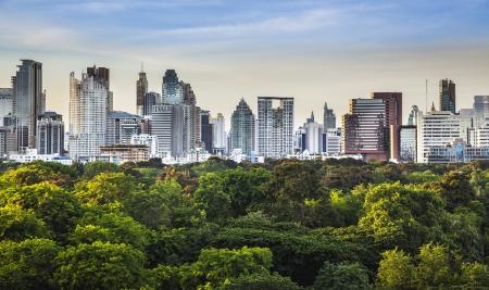 parken: Moderne Stadt in einer grünen Umgebung Suan Lum Lumpini Park ist Grünfläche in Bangkok, Thailand