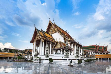 왓 수탓 또는 왓 수탓 텝 Wararam, 방콕의 Attaction, 태국 왓 수탓 텝 Wararam 왕 라마 I에 의해 1807 년에 건설, 그리고 미래의 세계 문화 유산으로 고려 유네스