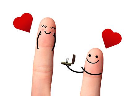 Voulez-vous m'�pouser - concept de valentine - Cute couple en amour avec bague en diamant, coeur rouge, et la grande rose rouge Banque d'images