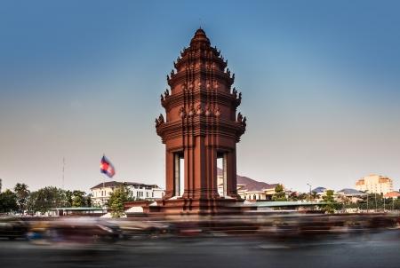 독립 기념비, 프놈펜, 캄보디아 독립 기념비에 여행 명소가 1953 년에 프랑스로부터 캄보디아의 독립을 위해 1958 년에 지어진이 프놈펜시의 중심에 서